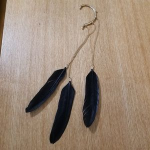 Jewelry - black feathers & gold chain single ear cuff